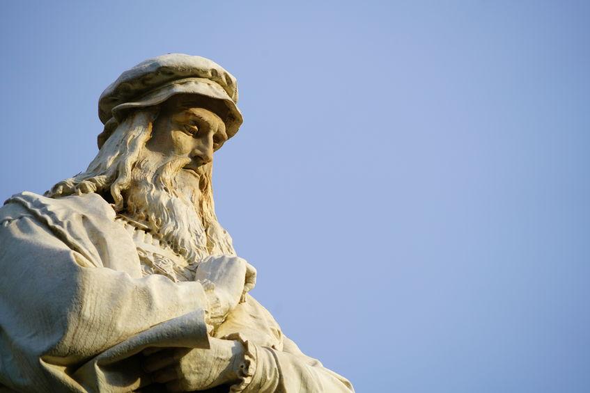 statue av Leonardo da Vinci i milano